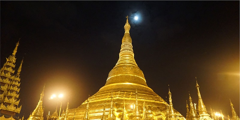 Shwedagon Night scene in Yangon