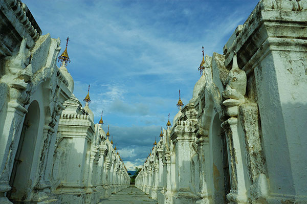 Kuthodaw Pagoda in Manday